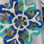 Vanilla Frozen Snowflake Pull-a-part Cupcake Cake