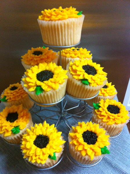 Sunflower Cupcakes Miss Moffett S Mystical Cupcakes